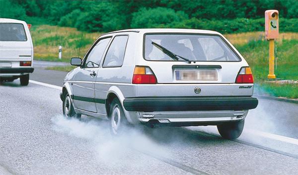 Frenazos y frenadas agresivas dificultan el mantenimiento de los neumáticos