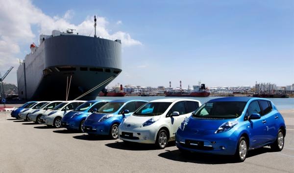 Los primeros Nissan Leaf llegan al puerto de Barcelona