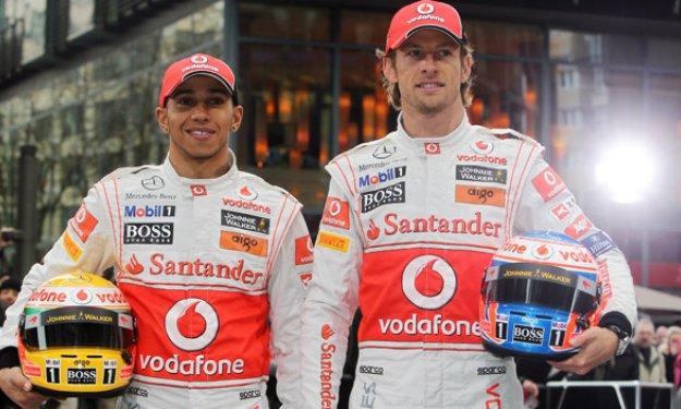 Button y Hamilton durante un gran premio