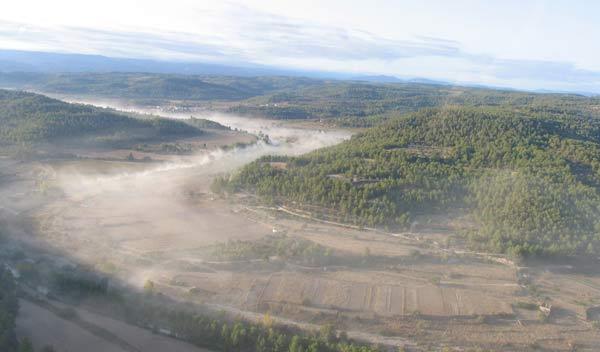 Desde el helicóptero, se distingue el tramo por el polvo