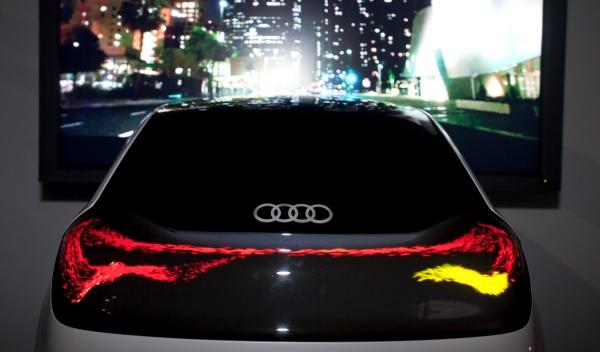 Tecnología OLED de Audi con pequeños puntos de luz que fluctúan