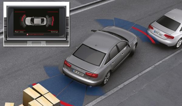 Asistente de aparcamiento que trabaja con ultrasonidos y cámaras