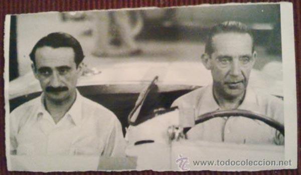 Celso Fernández y J. Palacio en el coche de la Panamericana (1954).