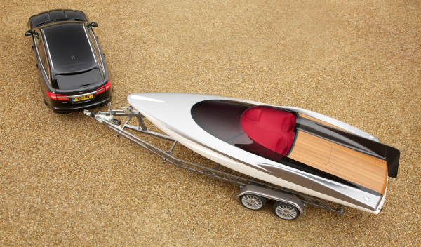 Jaguar XF Sportbrake con Jaguar Conept Speedboat