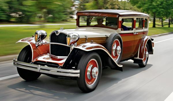 Ruxton Eight Sedan frontal