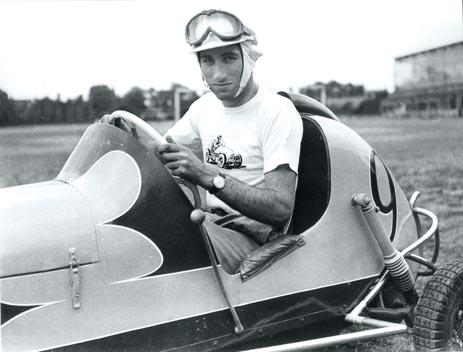 Fon empezó a competir como piloto, en 1953