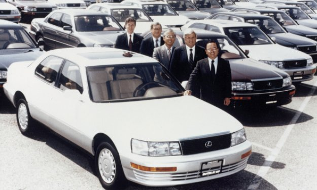 Toyota Lexus LS 400
