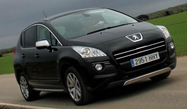 Peugeot 3008 Hybrid4 carretera frontal