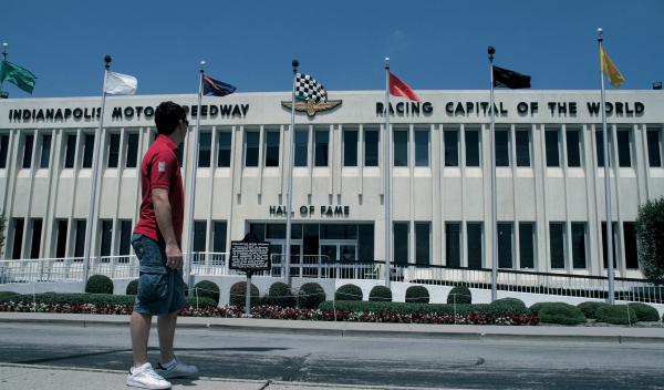Puerta del museo del Indanapolis Speedway