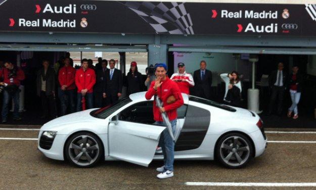 Ronaldo recibe su Audi R8
