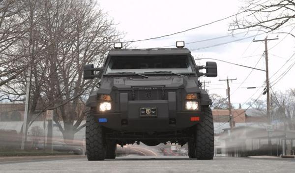El camión de los SWAT, no te dejará indiferente