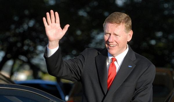 Allan Mulally, presidente de Ford. Máximo candidato para la presidencia de Microsoft