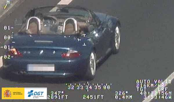 coche cazado por helicóptoro de DGT