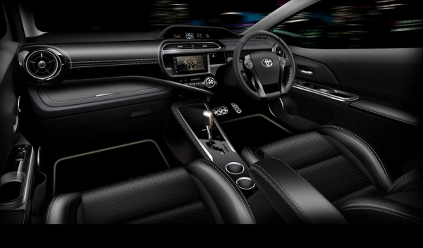 interior Toyota Premi Aqua