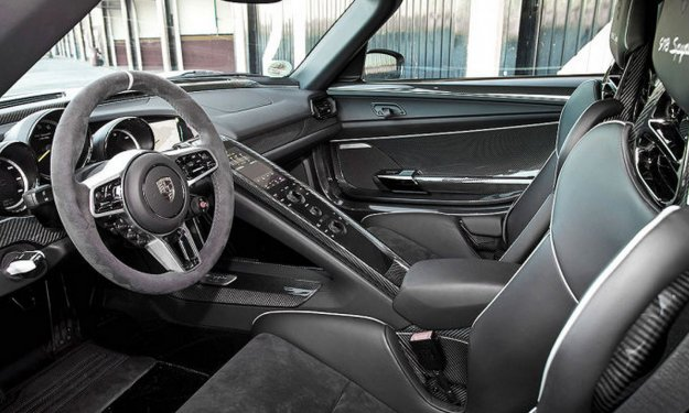 Porsche 918 spyder primera prueba for Interior 918 spyder