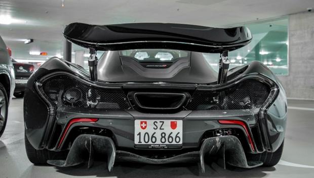 Trasera del McLaren P1 abandonado en Zurich