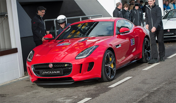 principe harry jaguar f-type r coupe