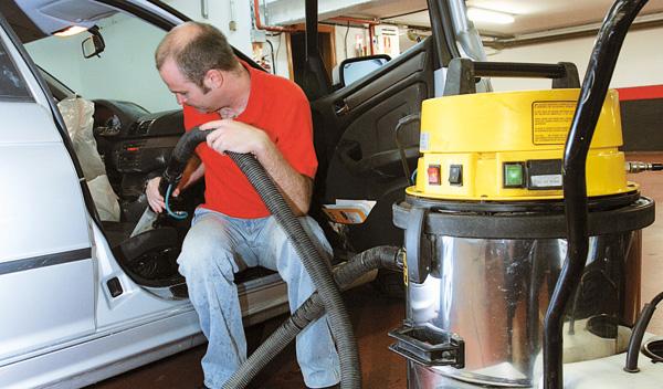 Como limpiar el coche y dejarlo perfecto - Limpiar el interior del coche ...