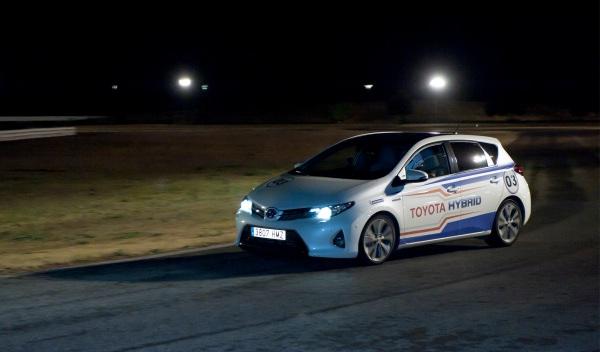 24-h-híbridas-Toyota-noche