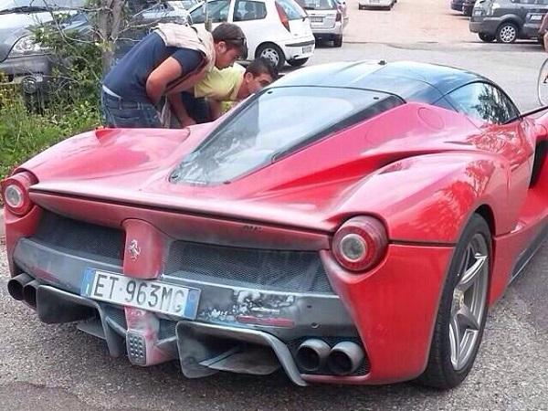 Ferrari LaFerrari incendio