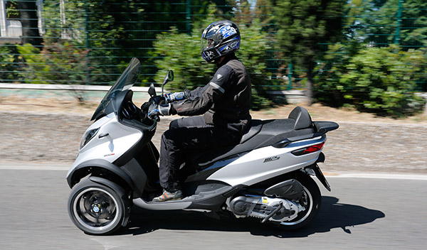 prueba piaggio mp3 500 lt 2014 scooter con sabor a coche motos. Black Bedroom Furniture Sets. Home Design Ideas