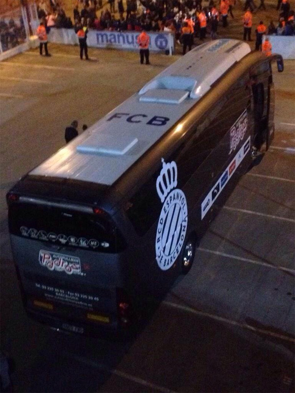 autobús del RCD Espanyol que llevaba las siglas del FC Barcelona