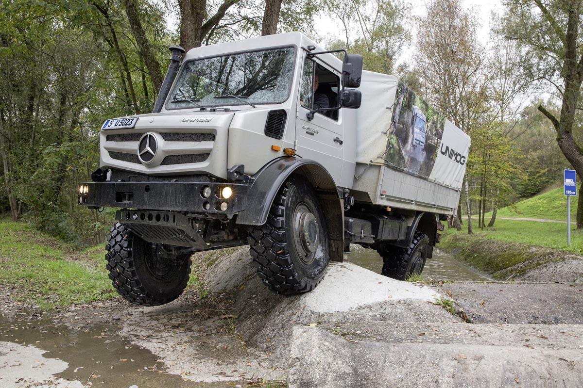 Mercedes Benz Unimog Mucho M 225 S Que Un Simple 4x4