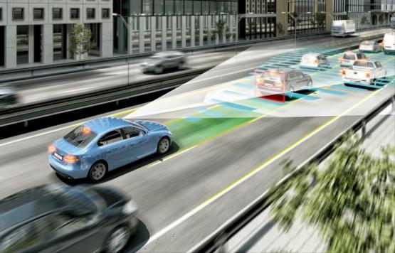 coche autonomo que conduce solo
