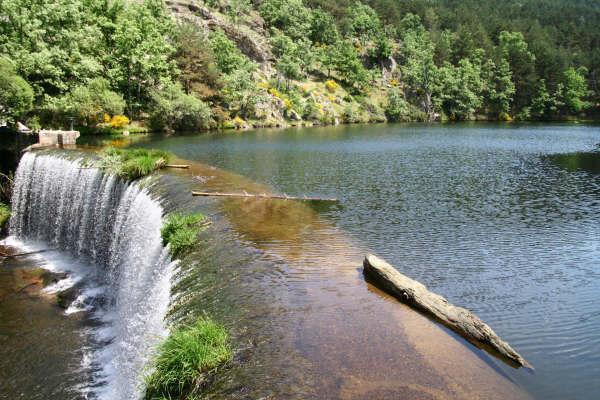Las cinco mejores piscinas naturales de espa a for Piscinas naturales de rascafria