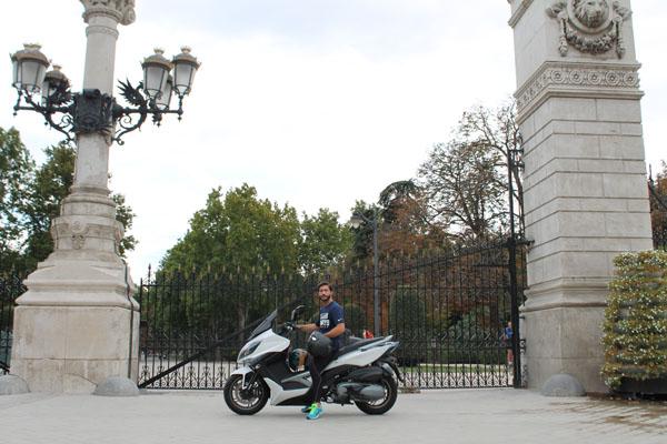 El acceso al Retiro es fácil... pero aparcar, sin moto, es otra cosa