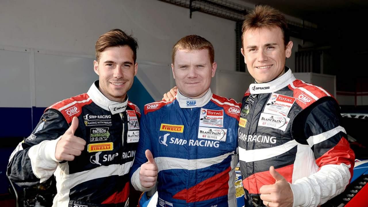 Miguel Molina junto a sus compañeros en Ferrari