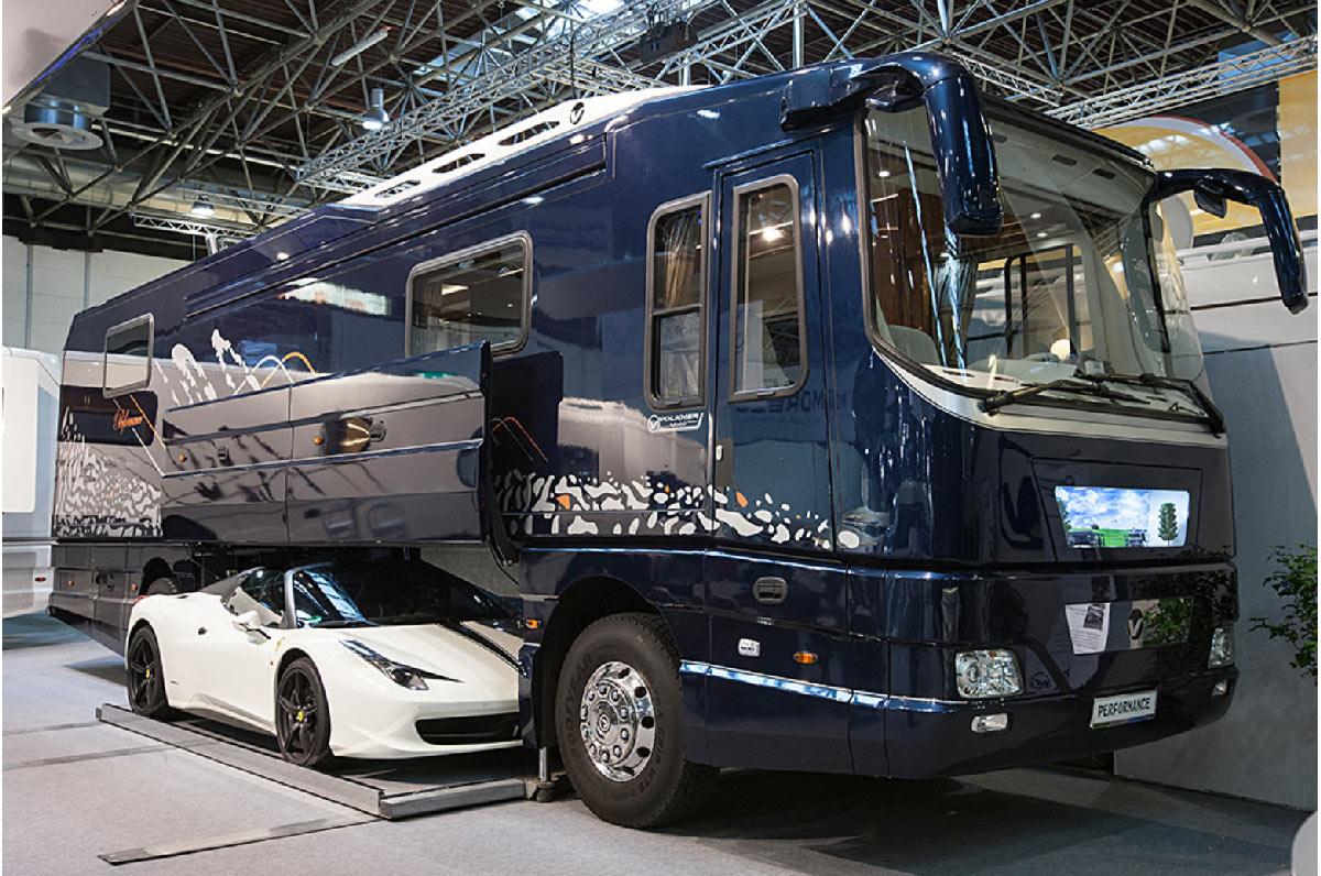 La Caravana M 225 S Lujosa Del Mundo Con Un Ferrari Dentro