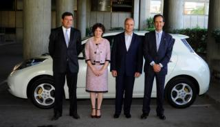 Miguel Sebastián prueba el Nissan Leaf