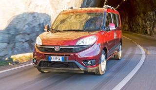 Fiat Dobló 2015 tres cuartos en curva