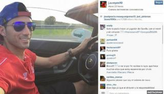 Polémica: Reyes se hace un selfie conduciendo sin cinturón