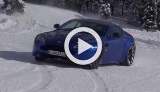 Refréscate con este vídeo de un Vantage derrapando en nieve