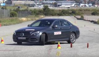 El Mercedes C350e la lía en el test del alce