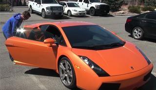 Despedido del trabajo, no sabe qué hacer con su Lamborghini