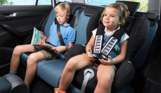 coches caben tres sillas infantiles Skoda Fabia Combi interior