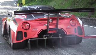 Motor V8 de F3000 para escalar cimas con este Alfa Romeo 4C