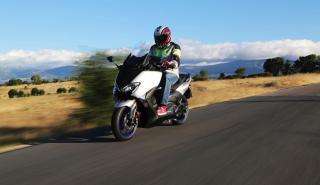 Yamaha T-Max SX: fronto-lateral