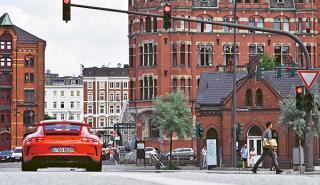 Un 911 GT3 a la salida de un semáforo