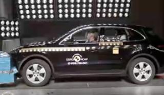 Mira en este vídeo como el Porsche Cayenne pasó los los crash test de la Euro NCAP. Comprueban todas las hipótesis posibles para mejorar la seguridad de todos.
