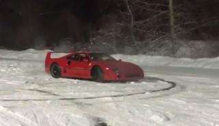 Ferrari F40 donuts nieve