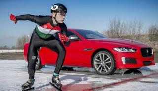Jaguar XE 300 Sport  sobre hielo