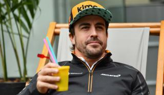 Alonso en el paddock del GP Brasil