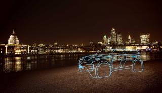 Range Rover Evoque 2019, adelantado con una escultura