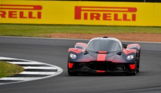 Aston Martin Valkyrie en el Circuito de Silverstone