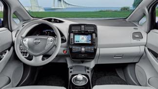 Nissan Leaf volante y cuadro de mandos