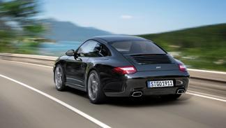 Porsche 911 Black Edition coupé trasera